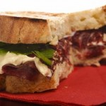 Un sándwich con sabor español