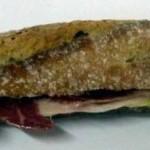 Bocadillo de jamón ibérico de bellota y pepino