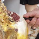 Cómo sabe mejor el jamón ibérico: ¿cortado a máquina o a cuchillo?