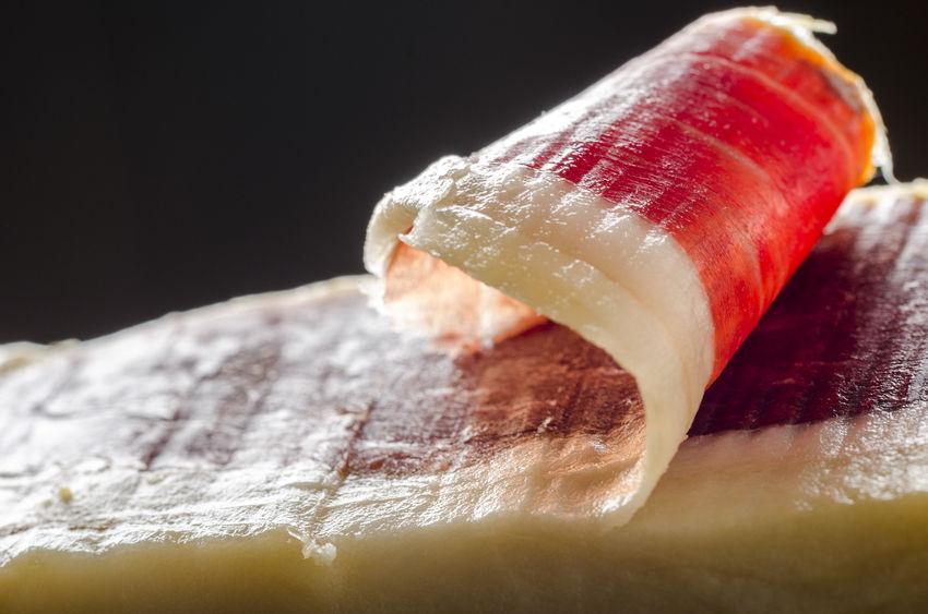 El jamón ibérico, la esencia de esta receta de alta cocina.