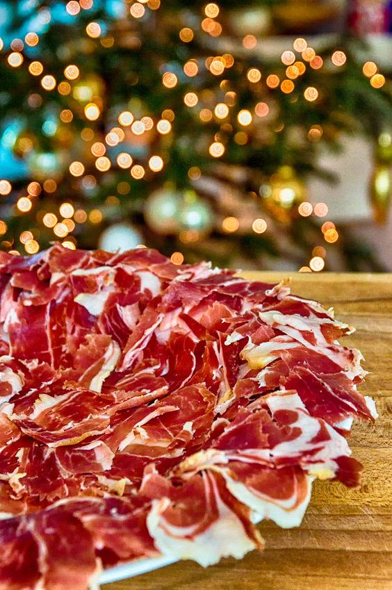 El jamón ibérico no faltará en las mesas estas Navidades.