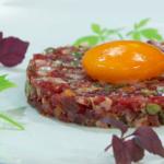 Steak tartar de jamón ibérico Guijuelo con yema curada
