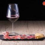 El jamón y el vino como estrellas de la historia de las tapas